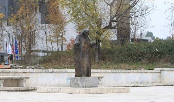 Mother Teresa monument photo 1