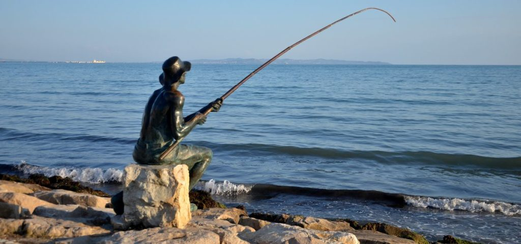 Monument to a fisherman photo 0